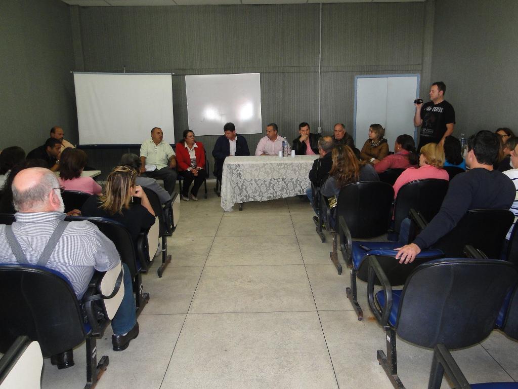 Funcionários públicos participam da reunião para discutir nova gestão dos PSF's