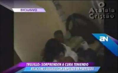 Marido apanha mulher na cama com Padre