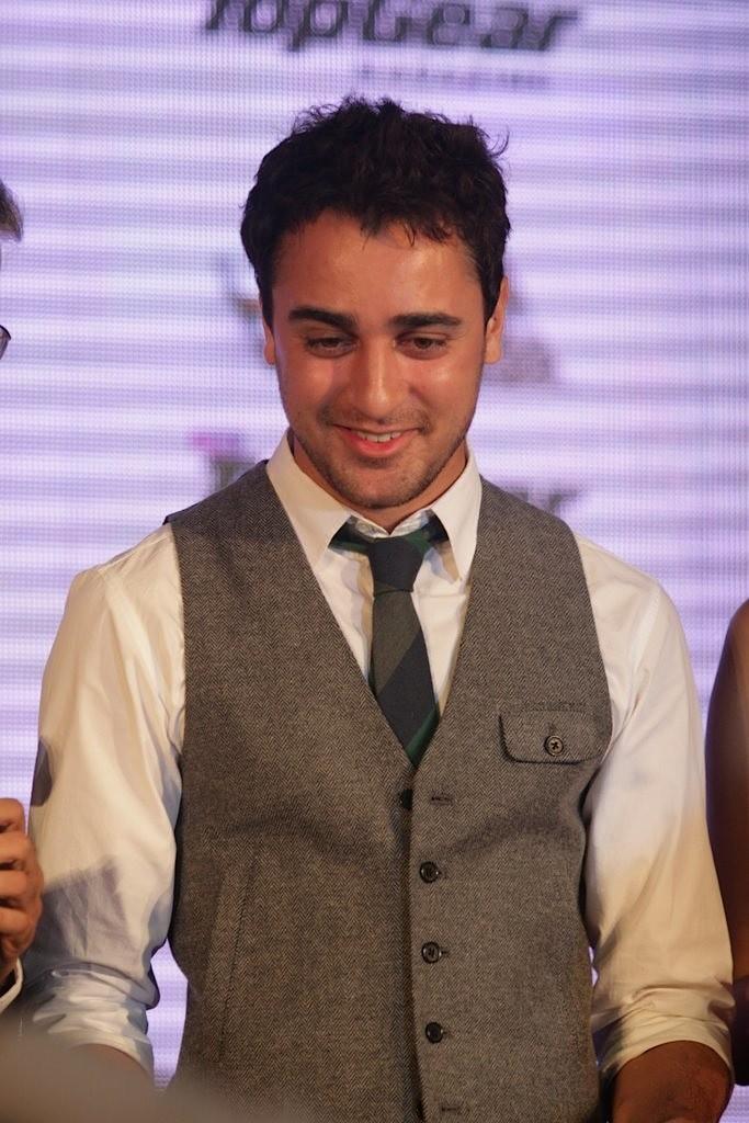 http://1.bp.blogspot.com/-2x3pULfkkYk/Tbu_SD0f_fI/AAAAAAAAEzs/VqDmeWUrUA8/s1600/Imran-Khan-and-Anushka-Sharma-re-launched-BBC-Top-Gear-Magazine-026.jpg