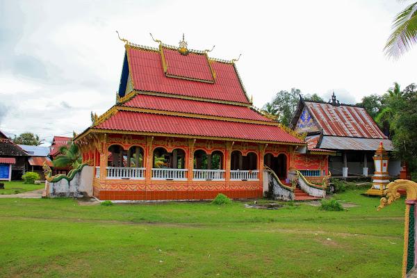 Wat en Si Phan Don (isla Don Khon, Laos)