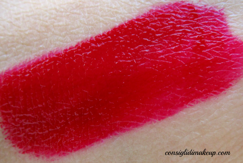 swatch rossetto liquido lunga tenuta melted ruby too faced