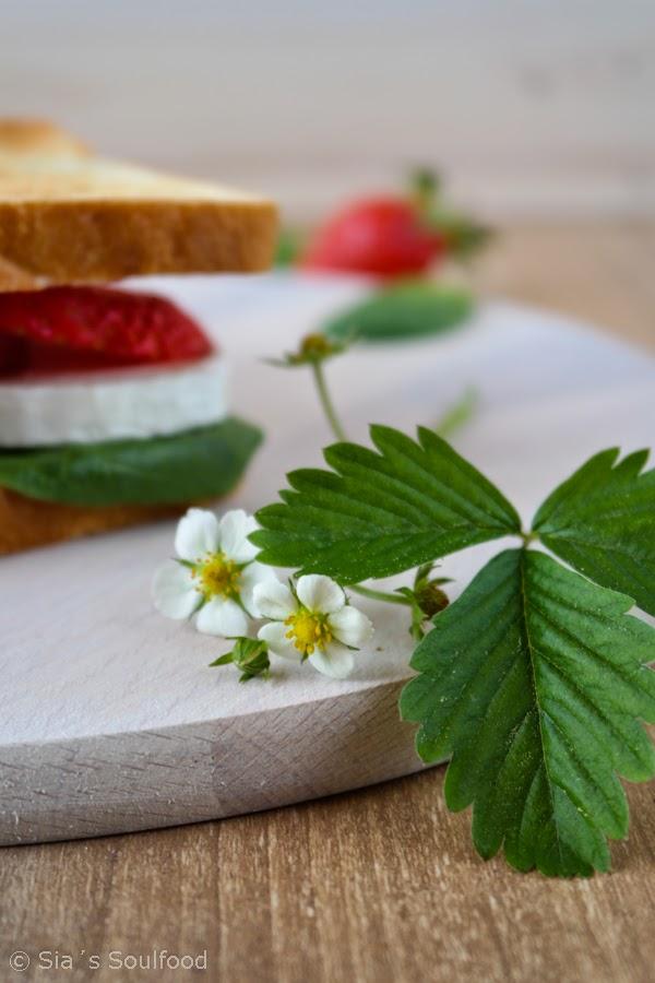 Erdbeer-Ziegenkäse-Sandwich