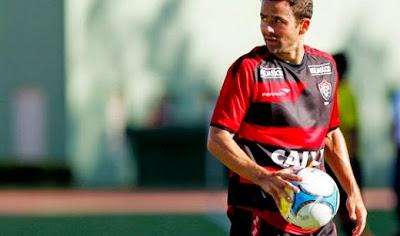 Vitória consegue rescindir contratado do lateral Juan
