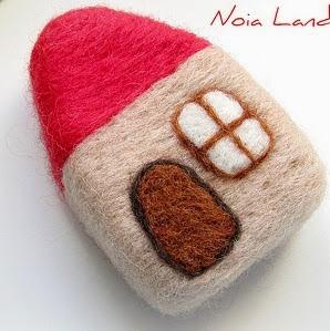 http://www.noialand.com/2012/05/tutorial-casita-de-fieltro-afieltrar.html