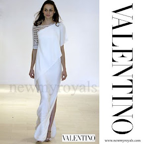 Crown Princess Mette-Marit Style Valentino Resort 2008 Draped Embroidered Shoulder White Gown