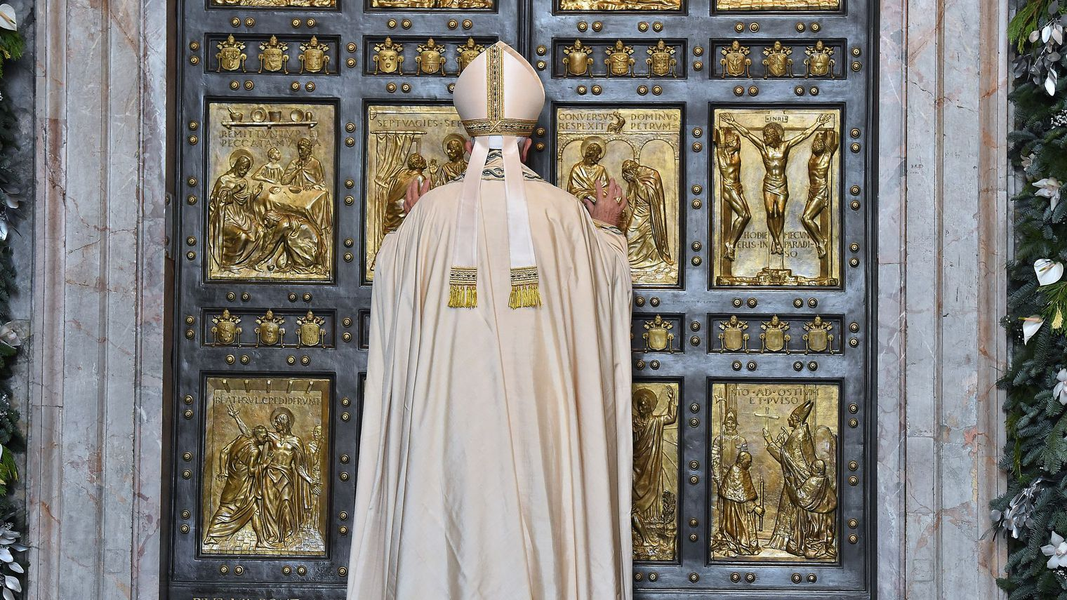 ouverture de la porte sainte de la basilique saint pierre