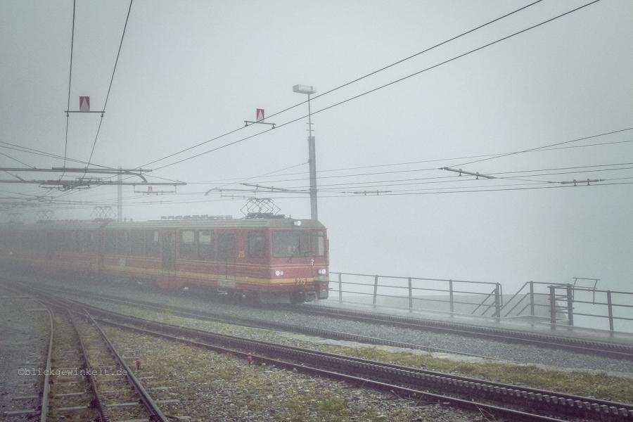 Jungfraubahn im Nebel