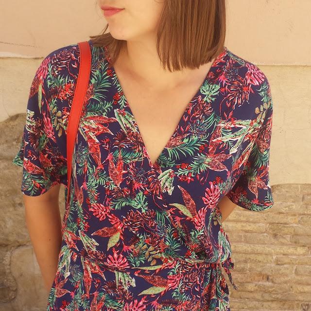 Mono corto con print tropical de Celop ideal para tus outfits de verano.