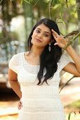 Yamini bhaskar glam pix-thumbnail-15