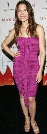 Nadine Velásquez de con vestido lila