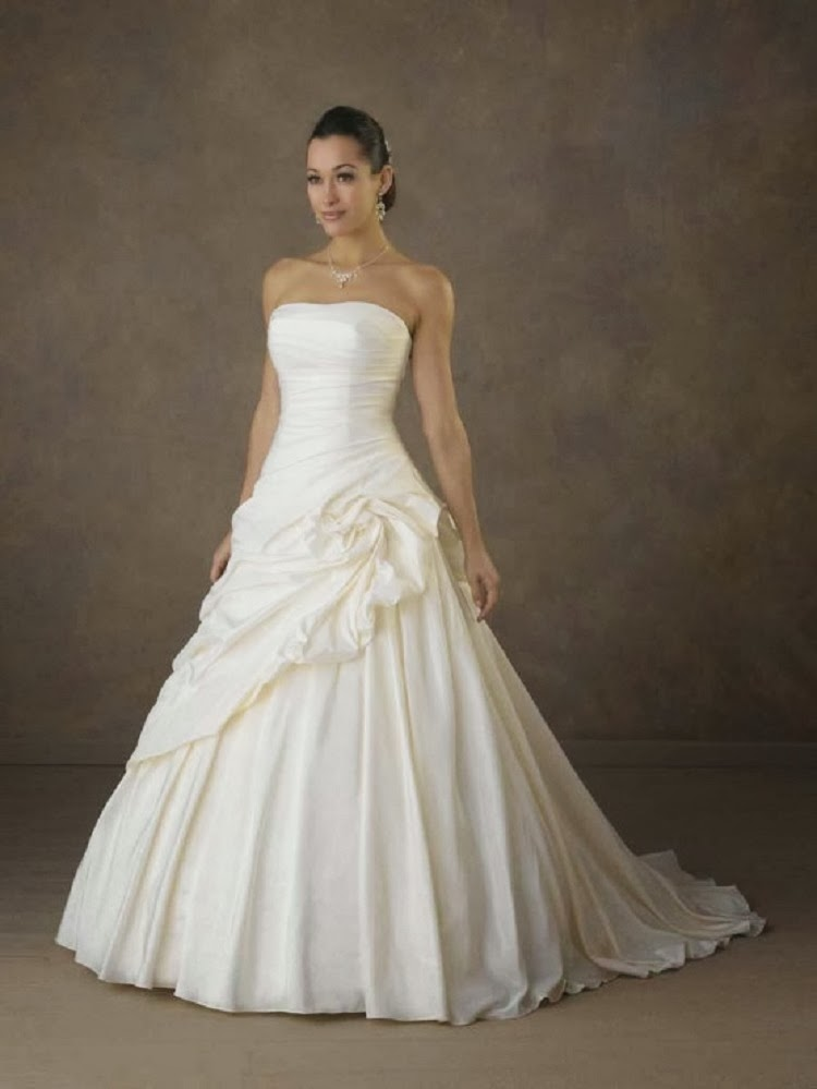 The perfect wedding dress for every body type the daily for Full body wedding dress