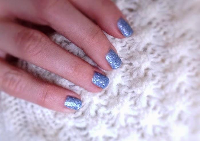 P2 Sand Nail Polish Lucky Blau. Glitzer Sand Nagellack von P2 Swatches