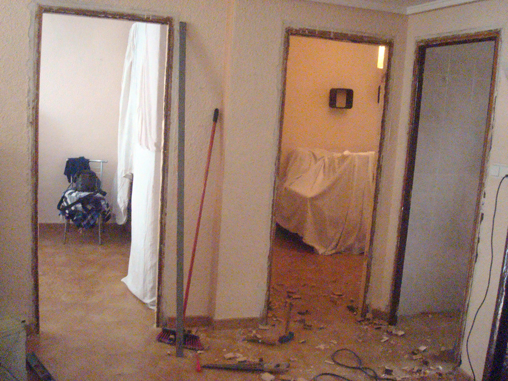Carpinteria paco y ricardo piso de puertas y cocinas for Puertas para pisos
