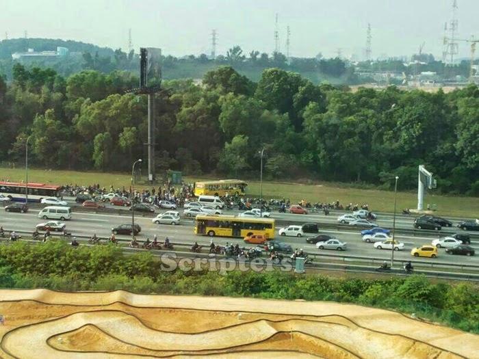 Bas Terbabas Dan Merempuh Lorong Motor Di Tol Batu 3 Hala Shah Alam