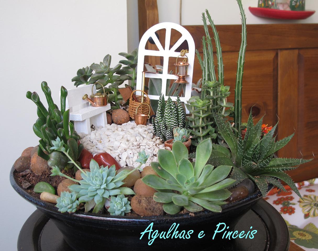 Agulhas e Pinceis Mini jardim de suculentas