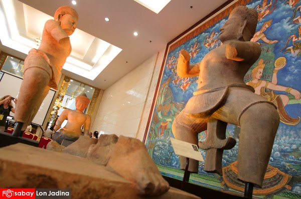 Three ancient statues return home to Cambodia. Picture from Sabay.com.kh