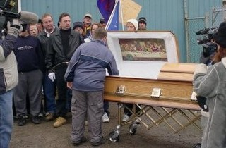 3 frinds die and In a casket with frinds surrounded- Joke, Funny Story