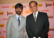 Dhanush at Idea film fare awards-thumbnail-21