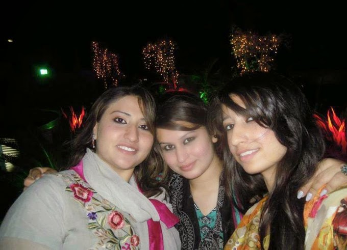 Local Lovely Desi Hot Pakistani Girls In Group