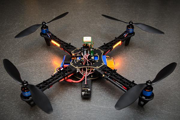 كيف تقوم بصنع طائرة بدون طيار خاصة بك ، الادوات وكل ما تحتاجه لذلك .
