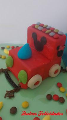 Tarta de chuches tren de Mickey Mouse