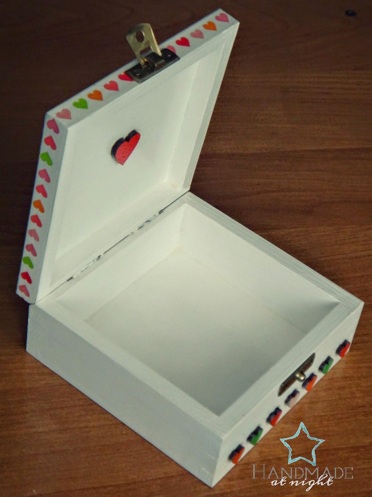 Pudełeczko z serduszkami, memory box, na biżuterię