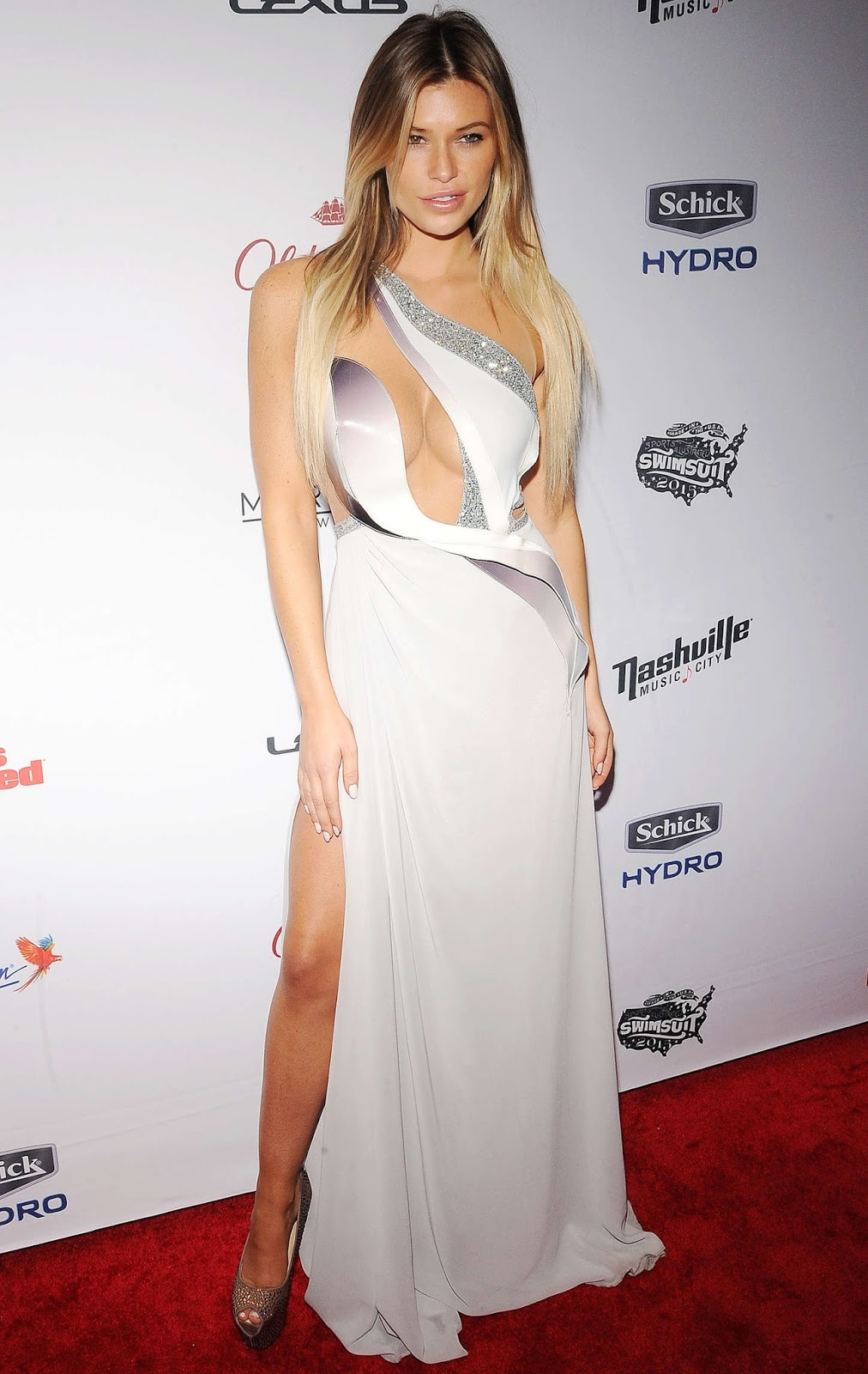 Samantha Hoopes – 2015 Sports Illustrated Swimsuit Issue Celebration in NYC