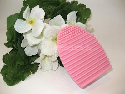 BrushEgg - L'ovetto in silicone per pulire i vostri pennelli