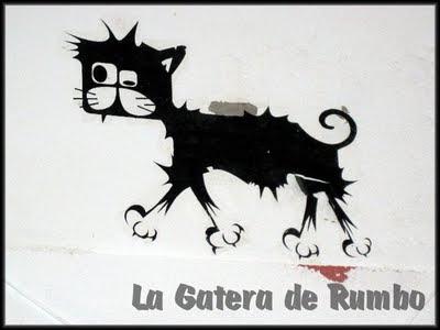 Caminante felino en el carrer d'Enmig de Ibiza
