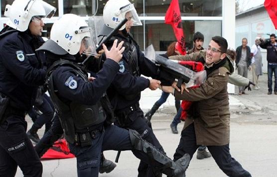 Erdogan ataca a las redes sociales, que han servido para movilizar las protestas contra él