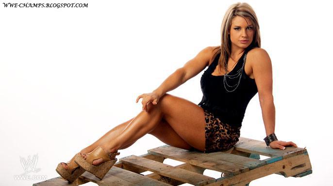WWE CHAMPS: 'WWE DIVA' KAITLYN