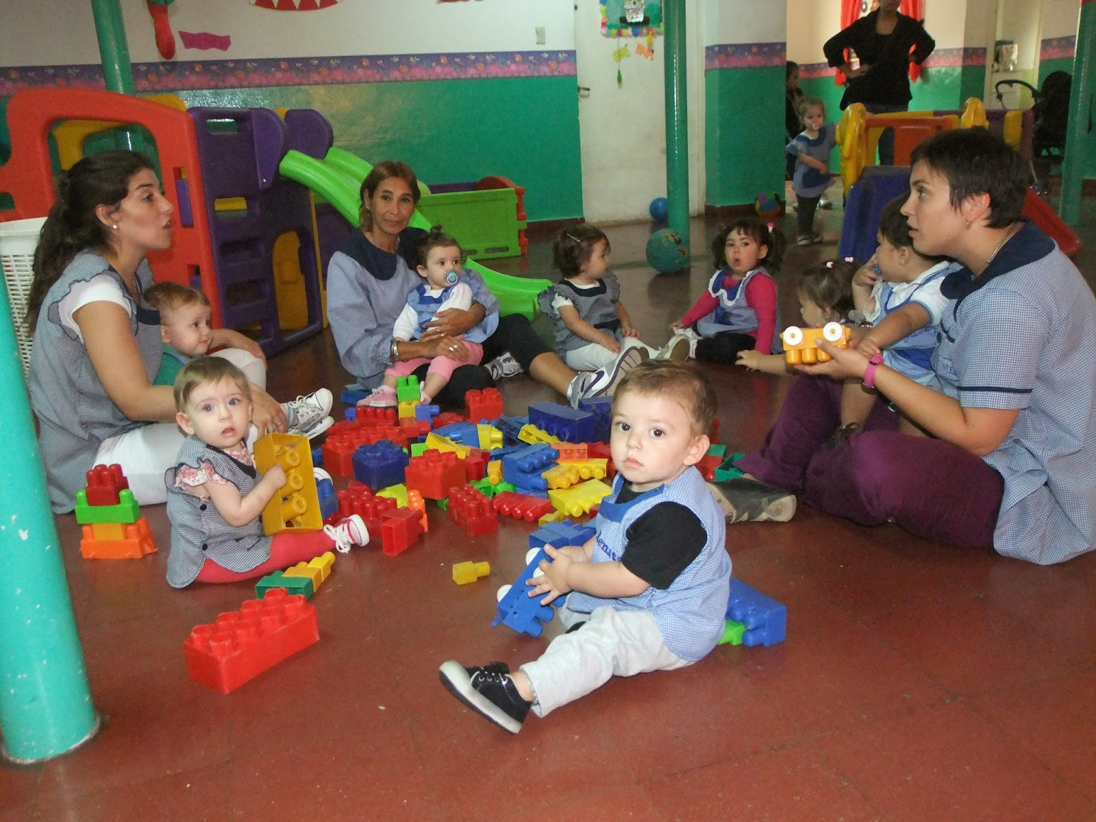 Jard n maternal arco iris 27 a os al servicio de la for Actividades para jardin maternal sala de 2