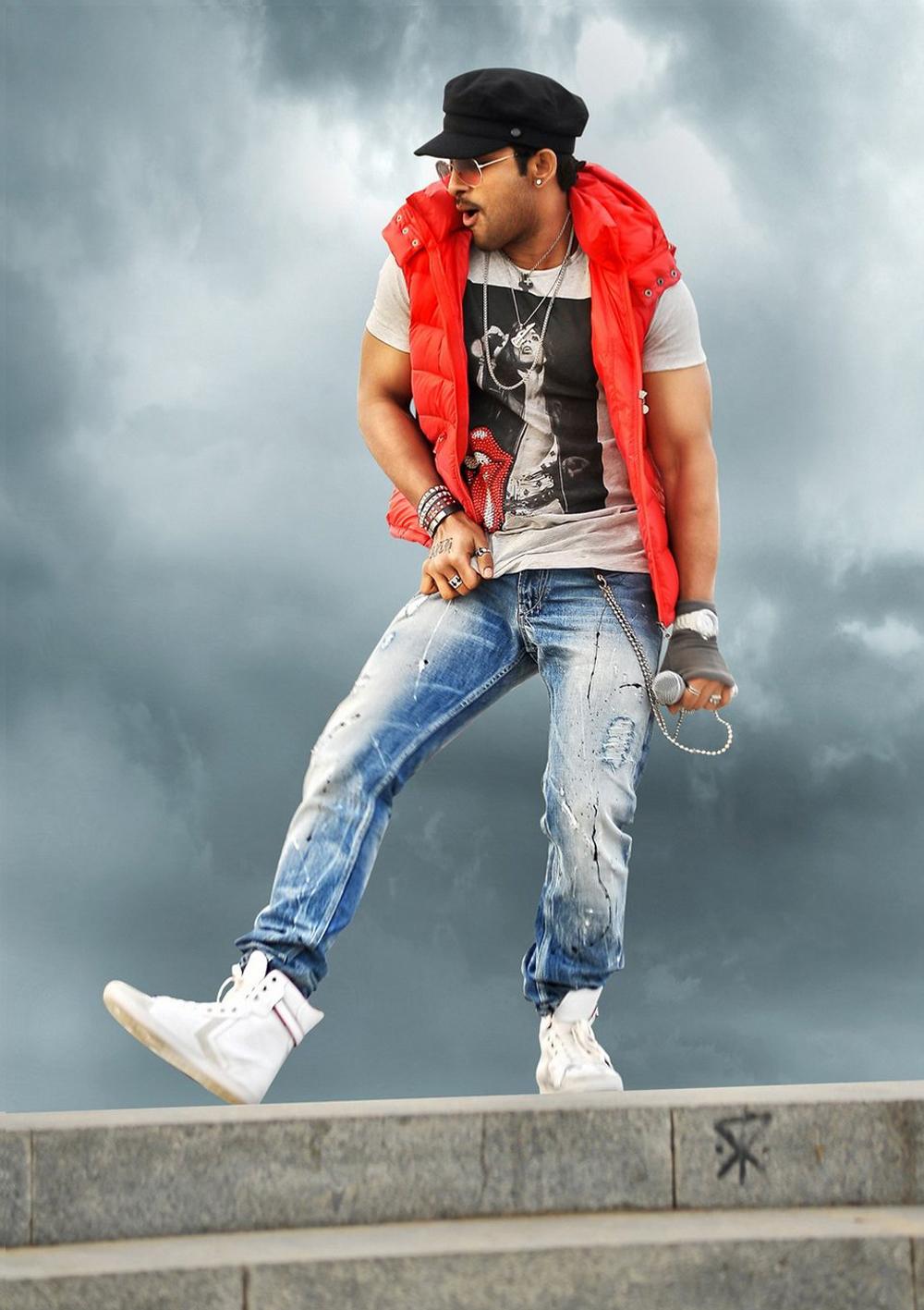 Allu Arjun stills in iddarammayilatho telugu movie