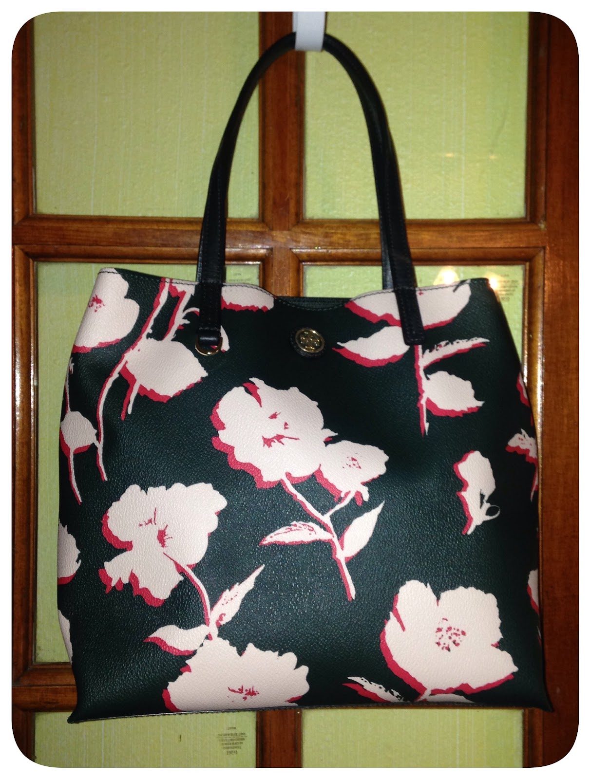 ce2e4f44f1a I have two of the larger Kerrington Totes so I wanted to give the Mini  Square Tote a try this time.