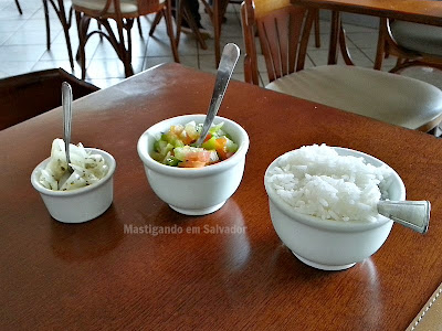 Picui Restaurante: Acompanhamentos (Molho de Cebola, Vinagrete e Arroz) da Maminha
