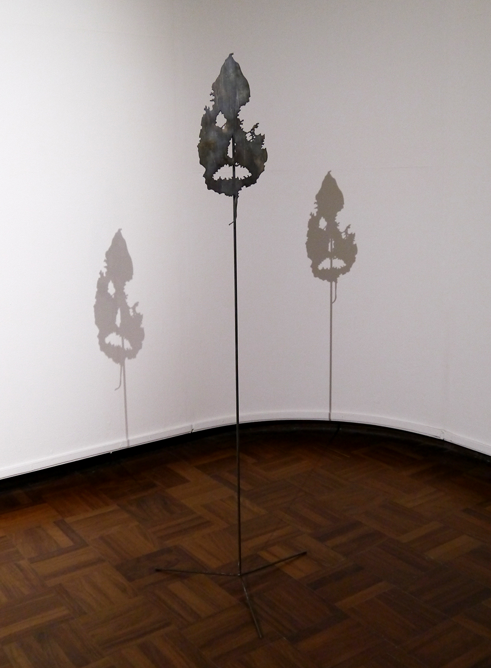 Scottish Blogger, Dundee blogger, what's on in Dundee, Duncan of Jordanstone College of Art and Design, Degree Show 2015, DJCAD Degree Show 2015, art, Scottish art, sculpture, leaf, shadows, Calum MacGillivray