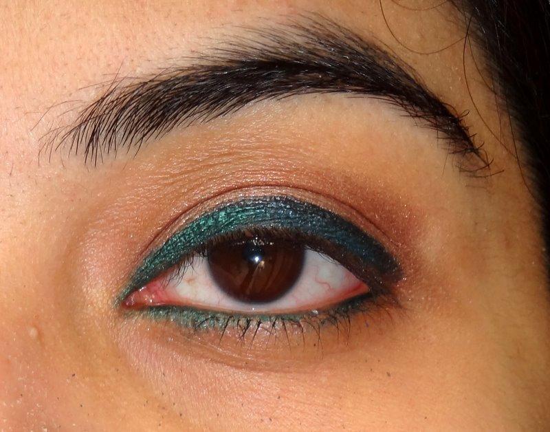 A Super Simple Eye Makeup Tutorial Using Eyeliners Peachesandblush