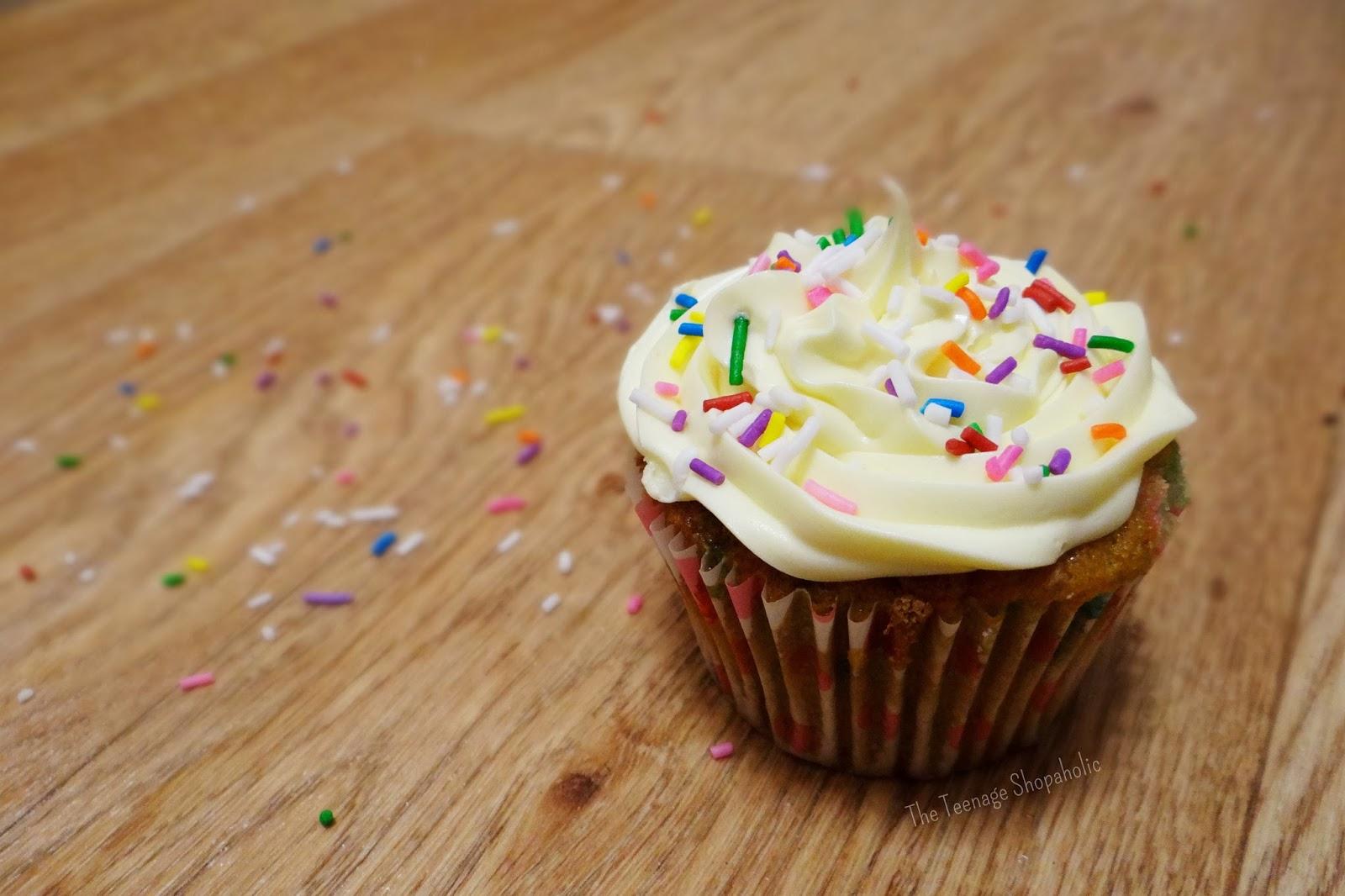 Diva's Diary: Easy Funfetti Cupcakes