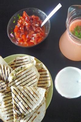 Quesadillas z serem i wołowiną z dodatkiem pomidorowej salsy