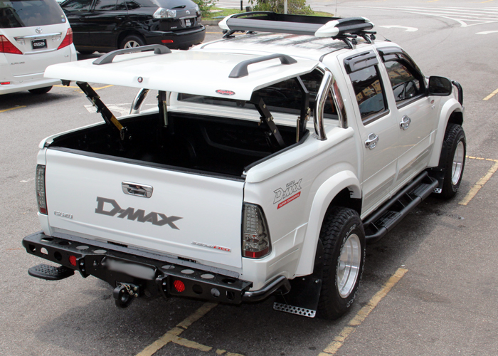 Isuzu Dmax With Top Up Standard Cover Styling Bar