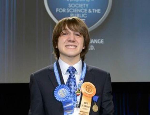1 «Ένας 15χρονος είμαι ρε παιδιά» λέει ο εφευρέτης του φαρμάκου για τον καρκίνο