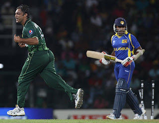 Shoaib Akhtar is ecstatic after bowled out Mahela Jayawardene