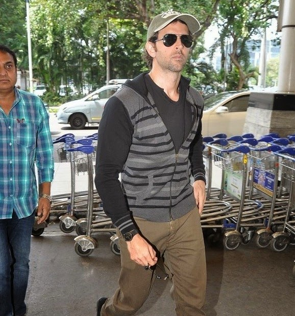 Katrina Kaif & Hrithik leave for Delhi to promote 'Bang Bang!' gallery
