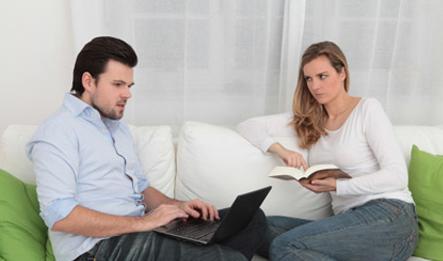 كيف يمكن علاج الشك بين الزوجين