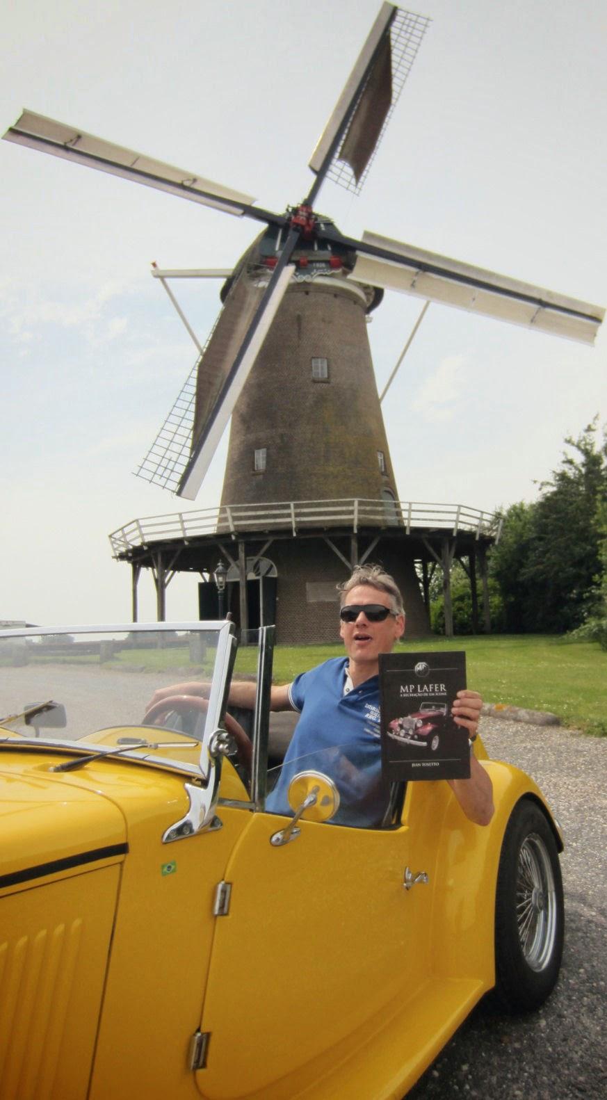 O livro do MP Lafer chega na Holanda, numa imagem que dispensa traduções.