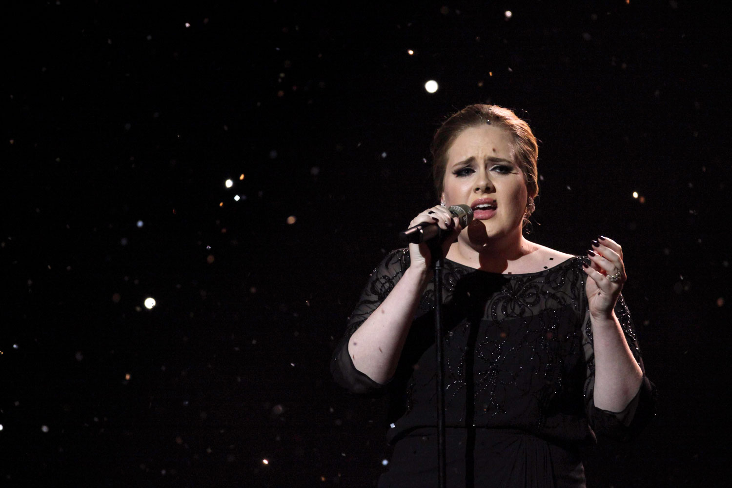 http://1.bp.blogspot.com/-33EIY4tp1q0/TVxN09U3EgI/AAAAAAAAAu4/S826uYJKz8k/s1600/Adele+Brit+Awards+2011+Someone+Like+You.jpg