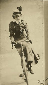 http://1.bp.blogspot.com/-33H5_68GiTM/TlmTpnvLToI/AAAAAAAAA4U/xThs5QW20rk/s370/side_saddle%2Bbike%2Bwoman%2B%25281%2529.jpg