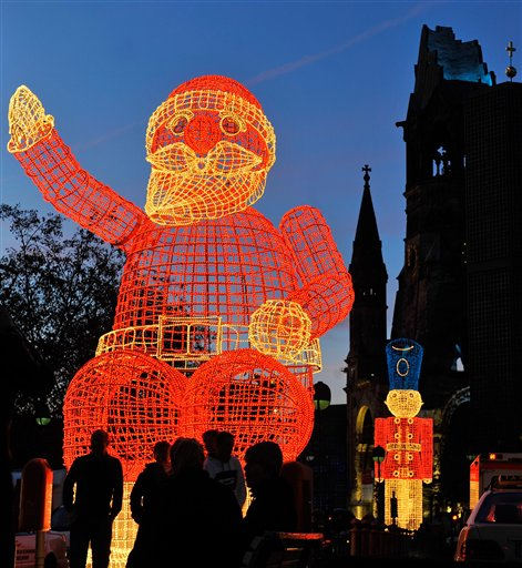 Decorations In Germany During Christmas : How the hell does this work christmas decorations around