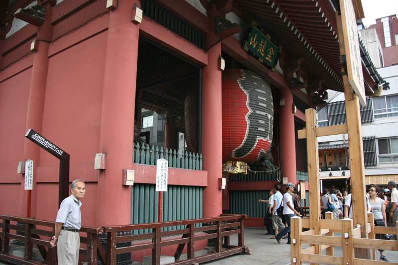 Letras de viajes jap n tokio templo senso ji asakusa for Puerta kaminarimon