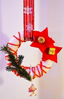 http://himmmelblau.blogspot.de/2013/12/weihnachtlicher-turkranz-basteln.html